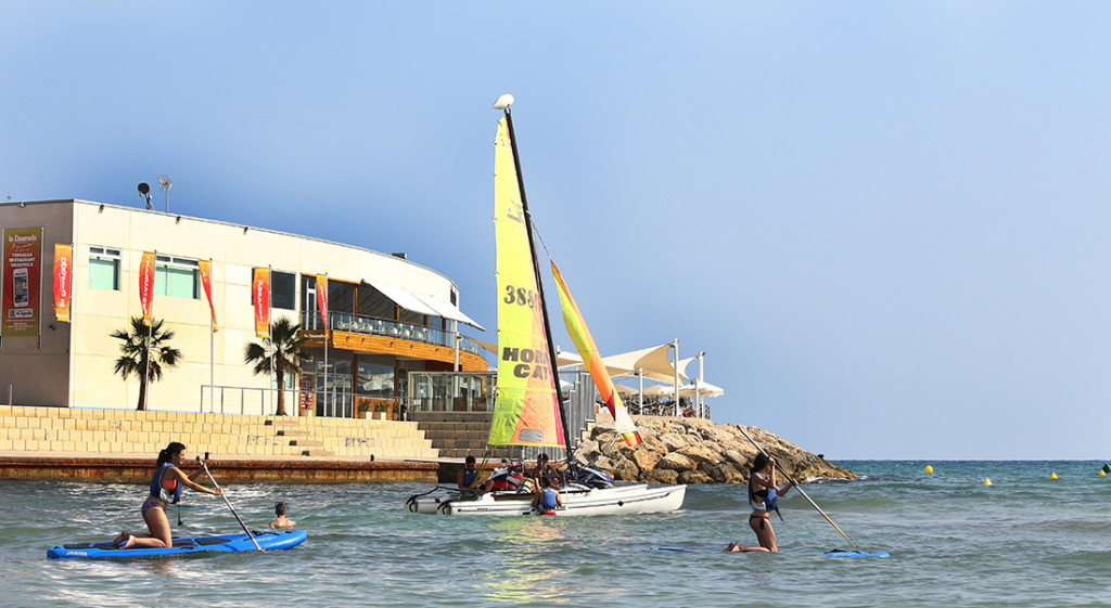 Come to practice adventure sports in the sea with Renfe!