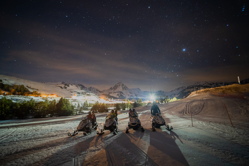 Valentine's Day on a snowmobile at night and with a luxury dinner, only at rocroi.com