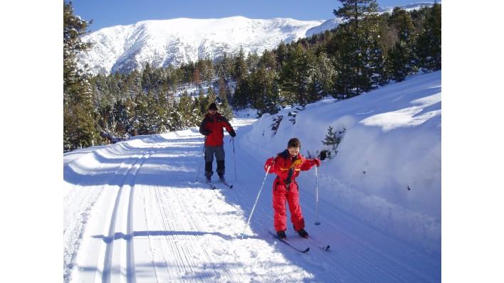 Cross-skiing material rental