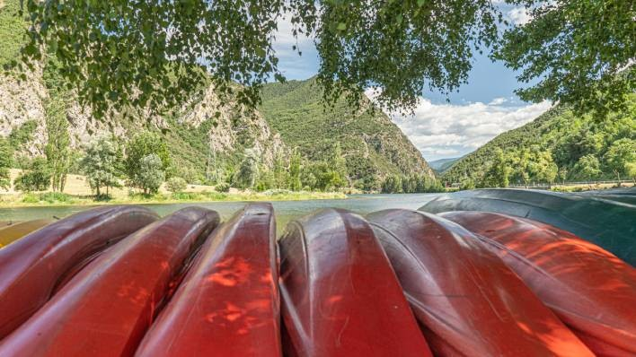 Single kayak rent-30 minutes