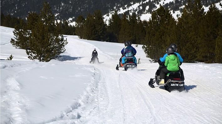 DOUBLE SNOWMOBILE RIDE 30MIN.