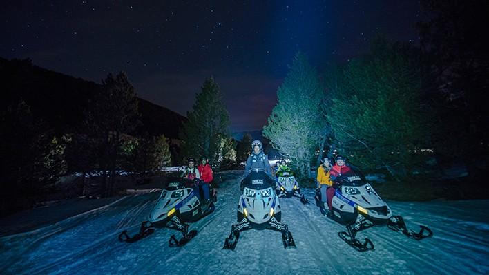 Individual snowmobile night ride (40 minutes) + Dinner